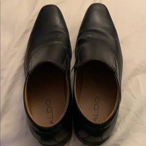 Men's Aldo shoe. Size 9